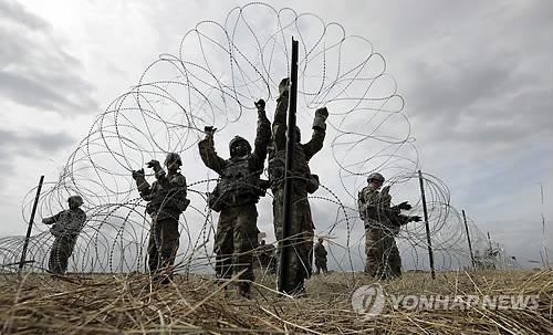 """""""미 국경 넘으려던 캐러밴 10여명, 국경순찰대에 체포"""""""