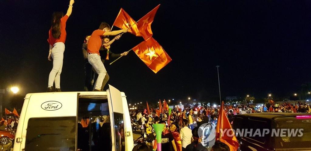 박항서호의 스즈키컵 연승행진에 월드컵 못지않은 응원열